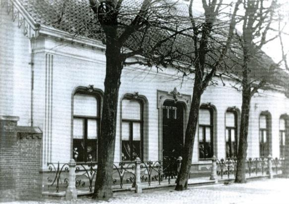 historische voorkant Broederhuis Veghel